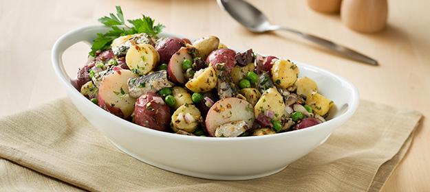 Салат из иваси с молодым картофелем